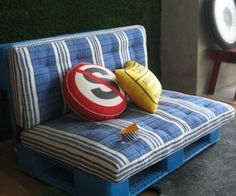 painted pallet couch with matching pad