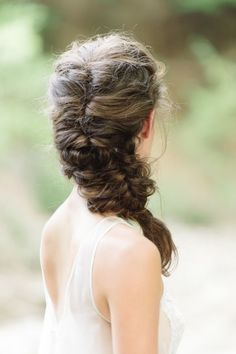 Messy summer bridal braid: http://www.stylemepretty.com/texas-weddings/plano/2015/08/14/natural-organic-summer-bridal-inspiration/ | Photography: Matt and Julie Weddings - http://www.mattandjulieweddings.com/