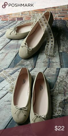 UO suede ballet flats so pretty sz 7 and 8 NIB UO suede ballet flats so pretty sz 7 and 8 NIB. Oatmeal with a pale pink tone. So cute and comfy. Urban Outfitters Shoes Flats & Loafers