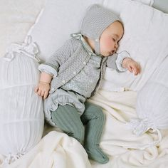 Baby clothes and outfit ideas for baby boy & girl + cute gender neutral patterns. - Baby clothes and outfit ideas for baby boy & girl + cute gender neutral patterns Fashion Kids, Baby Girl Fashion, Fall Fashion, The Babys, Baby Outfits, Baby Clothes Patterns, Clothing Patterns, Baby Boy, Trendy Baby Clothes