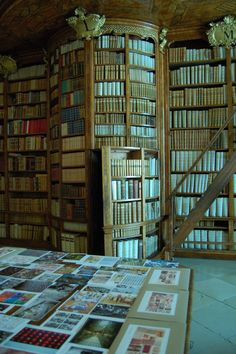 library with secret door    Would kill for a library like this...