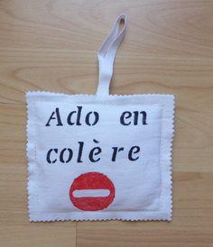 Coussin de porte en coton blanc, inscrition spéciale ado : Accessoires de maison par alsace-gourmets
