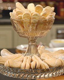 How to make Ladyfingers - These light and delicate sponge-cake cookies are often used to accompany desserts such as sherbet and puddings, and are an important component when making fruit charlottes and tiramisu. Cookie Desserts, Just Desserts, Cookie Recipes, Dessert Recipes, Italian Desserts, Galletas Cookies, Cake Cookies, Cookies Et Biscuits, Cupcakes