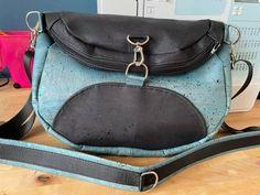 Sac à dos transformable Limbo en liège bleu et noir cousu par Marion - Patron Sacôtin