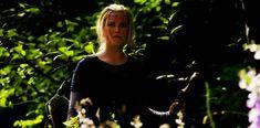 Clarke Griffin exploring Garden of Eden. Lexa Y Clarke, Garden Of Eden, Bellarke, Alaia, Photo Credit, Exploring, The 100, Gifs, Concert