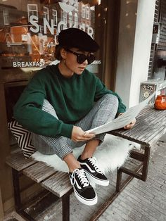 casual outfits for ladies with sneakers 50+ best outfits – Page 11 of 100 – stylishwomenoutfits.com Green Sweater Outfit, Plaid Pants Outfit, Checked Trousers Outfit, Green Plaid Pants, Gingham Pants, Beret Outfit, Patterned Pants Outfit, Loose Pants Outfit, Tweed Pants