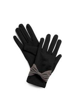 Düz siyah eldivenlerinizi kurdele gibi şirin detaylarla hareketlendirebilirsiniz...