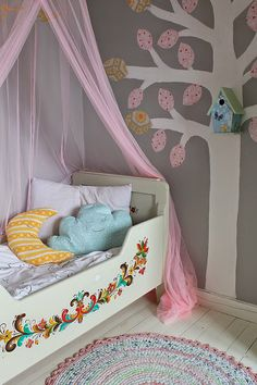 Kids room - Painted bed - Huset ved fjorden