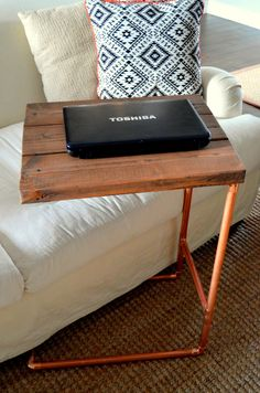 Diy Metal Pipe Table {Home Depot Challenge} Living Furniture, Metal Furniture, Rustic Furniture, Office Furniture, Furniture Vintage, Industrial Furniture, Home Depot, Diy Pipe, Pipe Table