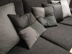 Tee-se-itse-naisen sisustusblogi: Quilted Throw Pillows With Buttons On The Middle