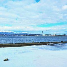 【yasueh】さんのInstagramをピンしています。 《今日は室蘭岳も工場も雲も近くに感じます。  #室蘭 #室蘭市海岸町 #室蘭港 #本日の室蘭 #室蘭が好き #海 #北海道 #HOKKAIDO #工場 #muroran #muroran_love #室蘭岳 #雪 #冬》