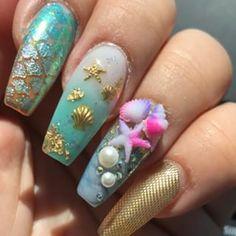 Mis Uñitas de Verano/ My Summer Nails #summernails#nailart#nailartist#vanessanailzfeatures #boricuanailtech#nailtech#nailswag#nailpro#nailporn#nailartist#nailsofig #veroniquesshop #3dnailart #prnails #nailvideo #encapsulatednails #uñasacrilicas #uñasencapsuladas #glitternails#nailsonfleek #coffinnails #camdennailtech @vanessanailzfeatures @veroniquesshop