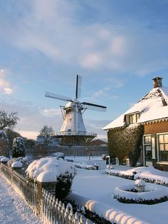 """The country """"Netherlands"""" in western Europe that you remember is about to be renamed! Recently, a foreign media published a report that ' The Netherlands' does not want you to call it Holland. Winter Szenen, Winter Time, Leiden, Beautiful World, Beautiful Places, Holland Netherlands, Amsterdam Netherlands, Snow Scenes, Water Tower"""