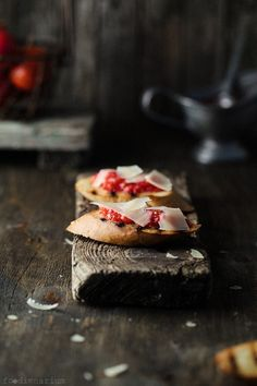 Crostini With Fresh Tomatoes & Parmesan | Foodienarium