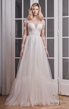 dc27ae458e8e Τα πρώτα νυφικά Asos είναι πλέον γεγονός και στην Ελλάδα με τιμές από 100€ έως  300€   Fashion   Woman TOC. See more. Madison Style