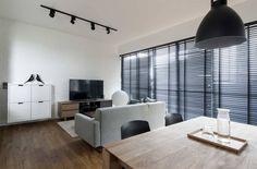 Spiegeltüren, helle Wände und passende Einrichtung – wir zeigen euch 11 clevere Tipps, um eure kleine Wohnung ganz einfach größer wirken zu lassen!