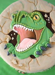 This is a totally amazing dinosaur cake seems a shame someone had to cut into it. #dinosaurcake