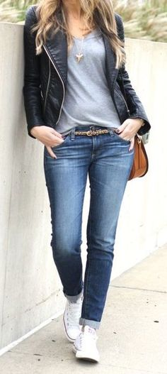 Women's Casula Style, skinny jeans, t-shirt, Converse sneakers, moto jacket, how to style a t-shirt, t-shirt outfit