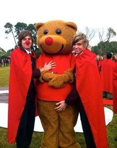 FETUS ASHTON+A WEIRD LOOKING GUY WITH A RED NOSE+A MAN DRESSED LIKE A BEAR.......speechless