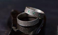 Свадебные украшения ручной работы. Ярмарка Мастеров - ручная работа Кованые обручальные кольца с изумрудами. Handmade.