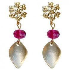"""Ein romantischer Hingucker sind die vergoldeten Ohrstecker """"Lovely - Pink Flowers"""" von dem Label Mas Belleza."""