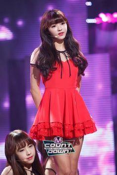 OH MY GIRL - YooA 유아 (Yoo ShiA 유시아) 'Closer' at M!Countdown 151107 #클로저 #오마이걸