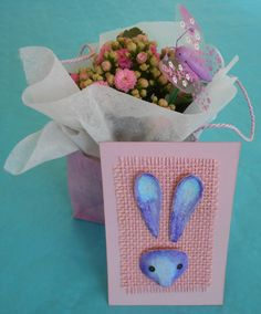 Easter cards made from egg cartons. Easy, colorful and recycled. DIY tutorial here http://madebysini.blogspot.com/2017/03/varikas-paasiaistervehdys.html