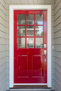 35 Different Red Front Doors (Many Designs & Pictures) A very simple and contemporary front door with light gray siding and brushed nickel fixtures. The top half of the door is adorned by nine glass panels. Front Door With Screen, Front Door Entryway, Grey Front Doors, Modern Front Door, Painted Front Doors, Glass Front Door, Red Doors, Entryway Ideas, Side Door