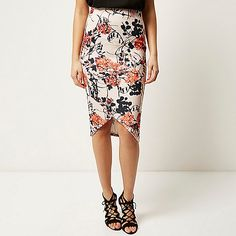 ​Fitted pencil skirt All over print High waisted Cross hem design