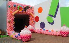 Decoração de festa infantil com escultura de balões