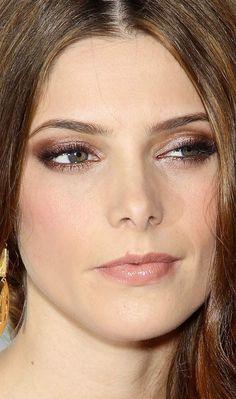Ashley Greene adora um olhar sexy. Para um evento da grife DKNY, a atriz ficou ainda mais linda ao apostar na sombra cobre cremosa!  Sombra cobre - Make do dia - Outubro de 2012 - CAPRICHO