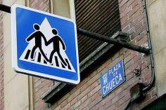 Señales en Chueca, popular barrio gay de Madrid