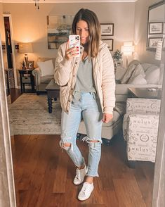 Casual College Outfits, Ripped Jeans Outfit, Jean Jacket Outfits, Boho Fashion Summer, Athleisure Outfits, Jeans For Sale, Quilted Jacket, Work Casual, Winter Style