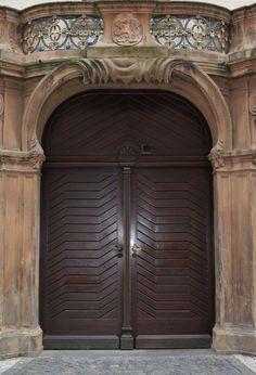 Cateva obiective pe care sa nu le ratezi in Praga - Ioana Vesa Prague, Doors, Amazing, Furniture, Home Decor, Decoration Home, Room Decor, Home Furnishings, Home Interior Design