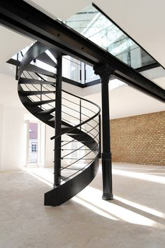 1000 images about escaliers on pinterest spiral stair staircases and spiral staircases. Black Bedroom Furniture Sets. Home Design Ideas