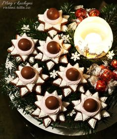 Recepty Archives - Strana 17 z 38 - Meg v kuchyni Christmas Cookies, Christmas Wreaths, Cookie Recipes, Goodies, Sweets, Table Decorations, Holiday Decor, Food, Home Decor