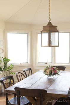 Inexpensive & easy simple tips & tricks to make an old home feel new, while retaining it's traditional charm. #home #homedecor