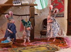 Cute picture book Mouses Houses, featuring daily life scenes of mice Cute Mouse, Mini Mouse, Wet Felting, Needle Felting, Maus Illustration, Childrens Dolls, Three Blind Mice, Hug Gif, Mouse Crafts