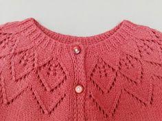 Baby Cardigan Knitting Pattern Free, Knitted Baby Cardigan, Toddler Sweater, Knitted Baby Clothes, Baby Knitting Patterns, Knitting Designs, Hand Knitting, Knitting Videos, Crochet Videos