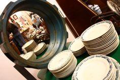 espejo y vajilla vintage Vintage Decor, Plates, Tableware, Kitchen, Home, Dinnerware, Mirrors, Licence Plates, Dishes