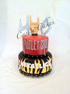 Rock N Roll cake, Mötley Crüe, Metallica love the cake but I'm not 40 .