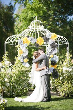 Amazing DIY pin wheel ceremony backdrop | Kaysha Weiner Photographer | Bridal Musings   Read more: http://bridalmusings.com/2013/09/yellow-and-grey-wedding-pin-wheels/