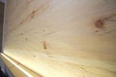 Rustikale von Hand gehackte und indirekt Beleuchtete Zirbenholz Wohnwand. Home, Waterbed, Carpentry, Rustic, Bedroom, Ad Home, Homes, Haus, Houses