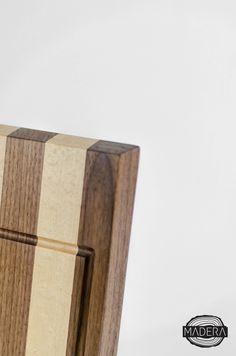 Planche à pain en érable et noyer noir. Dimensions 10''x15''. Cutting board made in maple et black walnut. Dimensions 10''x15''.