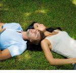 Amour : quelles limites les parents doivent-ils fixer à leurs ados ? Picnic Blanket, Outdoor Blanket, Le Web, Parents, Fathers, Raising Kids, Picnic Quilt