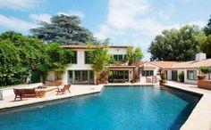 Cantora Pink coloca mansão em Los Angeles à venda por 8 milhões de reais.
