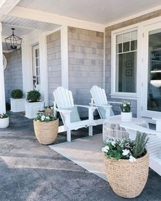 Spring Curb Appeal: Front Porch PlantersBECKI OWENS