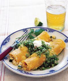 Chicken Enchiladas With Green Salsa. Sin queso... por su puesto. Looks yummy!! Will add more veggies!
