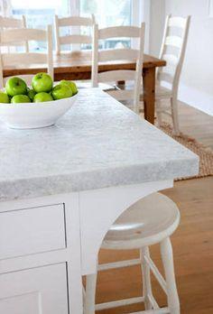 Pedra: tipo, cor e acabamento. Antico namibian white granite kitchen countertop from Charles Luck Stone Center