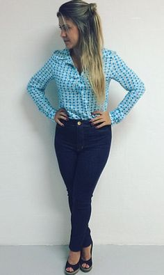 Camisa Social Azul - Calça Jeans Escura - Hot Pants